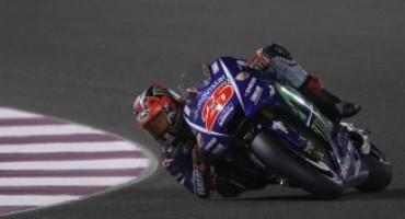 MotoGP, nel buio del Qatar risplende la stella di Vinales