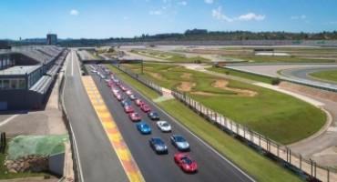 Il rosso Ferrari infiamma il Circuito Ricardo Tormo di Valencia