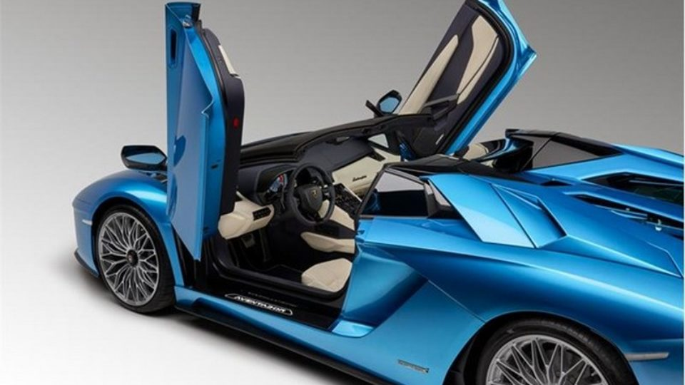 AventadorRoadster1.jpeg