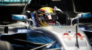 Formula 1 – GP Malesia, Lewis Hamilton conquista la pole e centra la sua 70esima partenza al palo