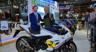 A EICMA 2017 Suzuki consegna a Marco Lucchinelli la GSX-R1000