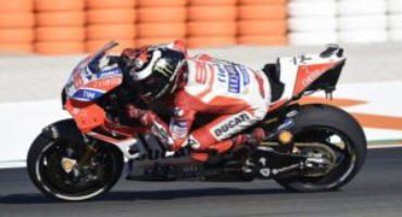 MotoGP, Lorenzo chiude al comando le libere a Valencia