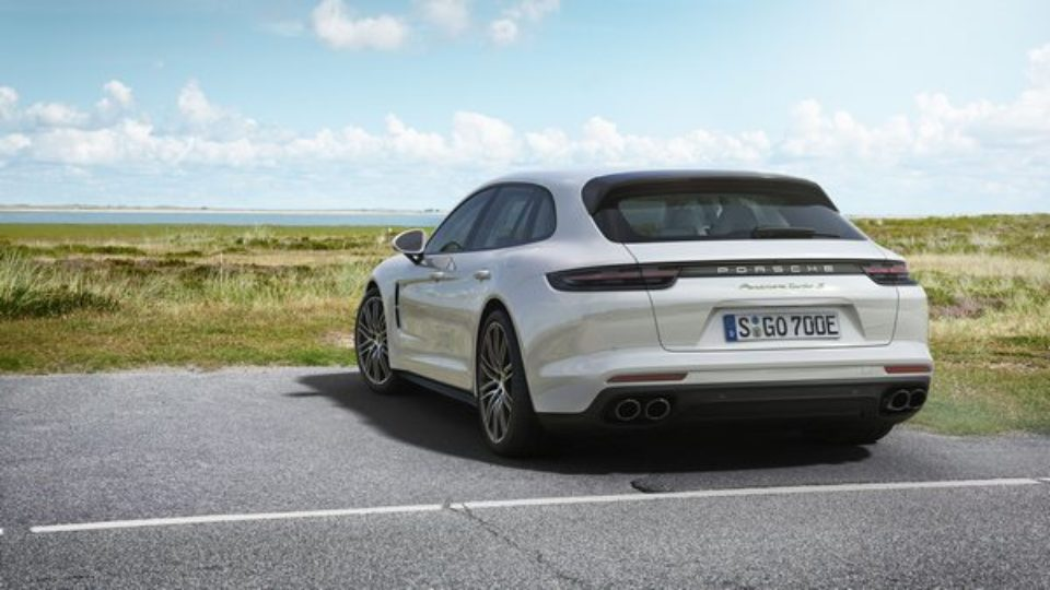 Panamera-Turbo-SE-Hybrid-Sport-Turismo.jpg