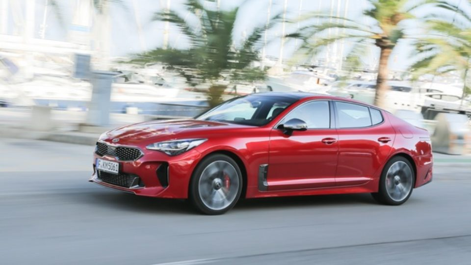 Kia-Stinger-Finalista-Car-of-the-Year-2018.jpg