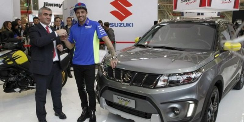 La-Suzuki-consegnata-ad-Andrea-Iannone.jpg
