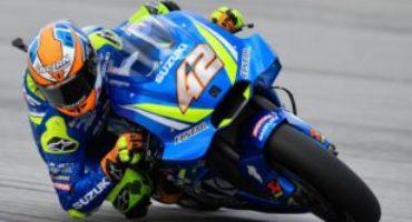 MotoGP, Rins chiude al comando le libere di Sepang