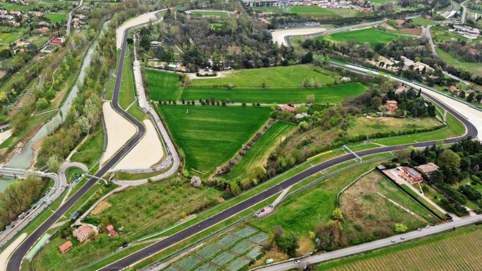 Autodromo-Enzo-e-Dino-Ferrari-Imola.jpg