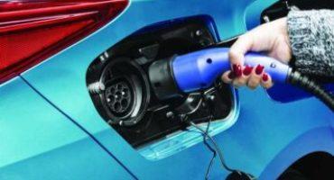 Mobilità elettrica: nel 2032 un'auto su 2 sarà elettrica