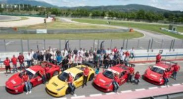 Drive Center, incentive ed eventi aziendali in pista alla guida di Ferrari Challenge da competizione