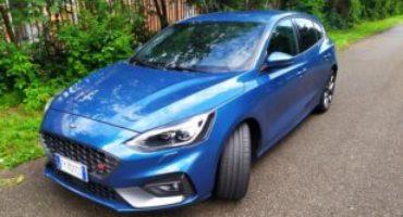 Ford Focus ST, il divertimento è garantito, grazie alle sospensioni elettroniche e a 280 cavalli scalpitanti