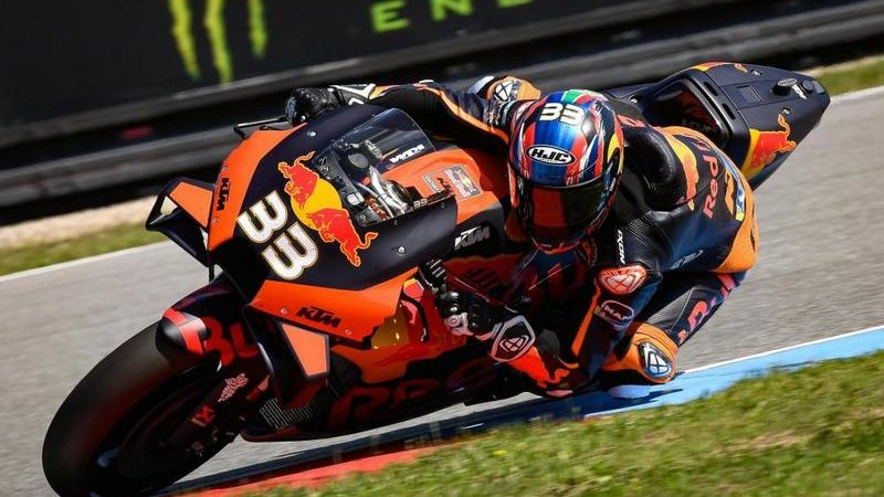 MotoGP, GP Brno, primo successo per Binder e Ktm nella top class, 2° Morbidelli, 5° Rossi
