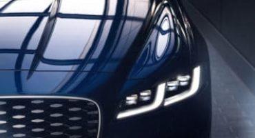 Nuova Jaguar XF, elegante, raffinata, si rinnova dentro e fuori