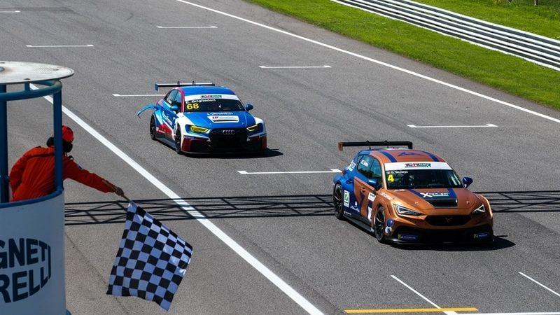 ACI Racing Weekend, Monza, Tavano si aggiudica il primo round del TCR Italy