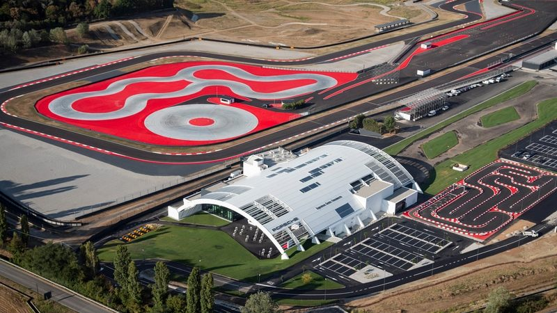 Porsche Italia inaugura a Franciacorta il Porsche Experience Center